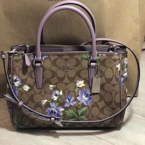 Coach Surrey Carryall in Signature Canvas W Lily